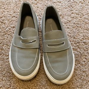 American Eagle Boys shoes size 13